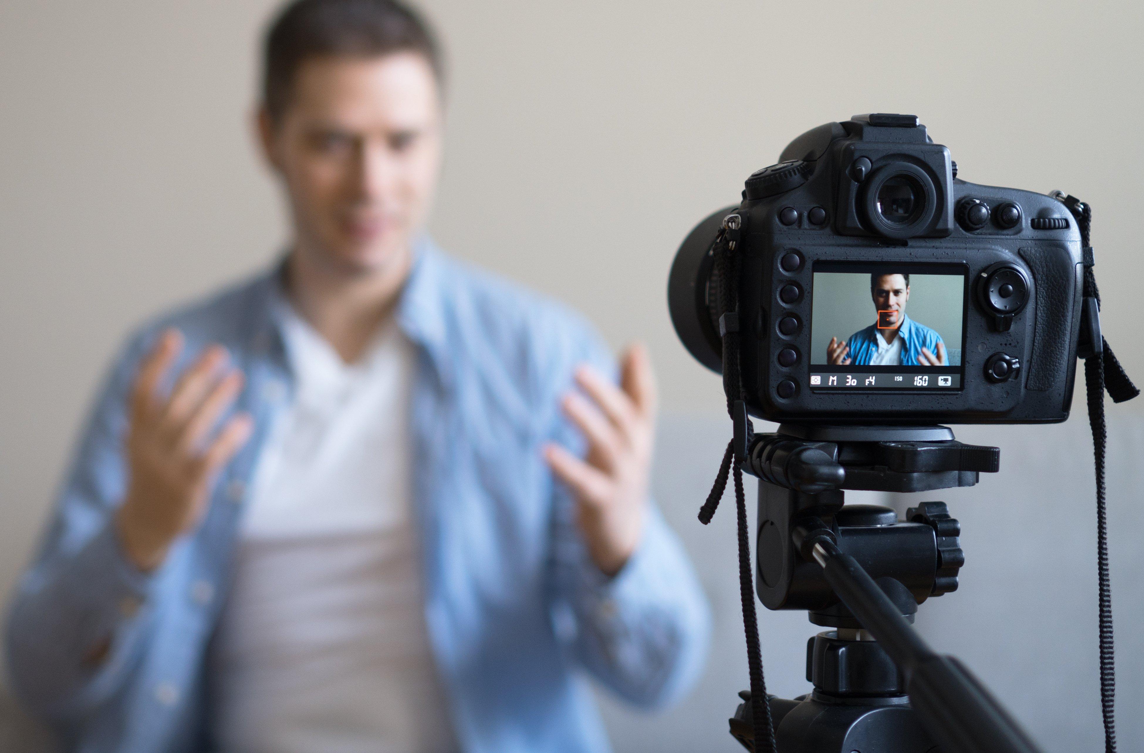 4-Secrets-to-Super-Successful-Video-Marketing-recording-video